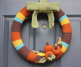 wreath,yarn,door decoration,decoration,halloween
